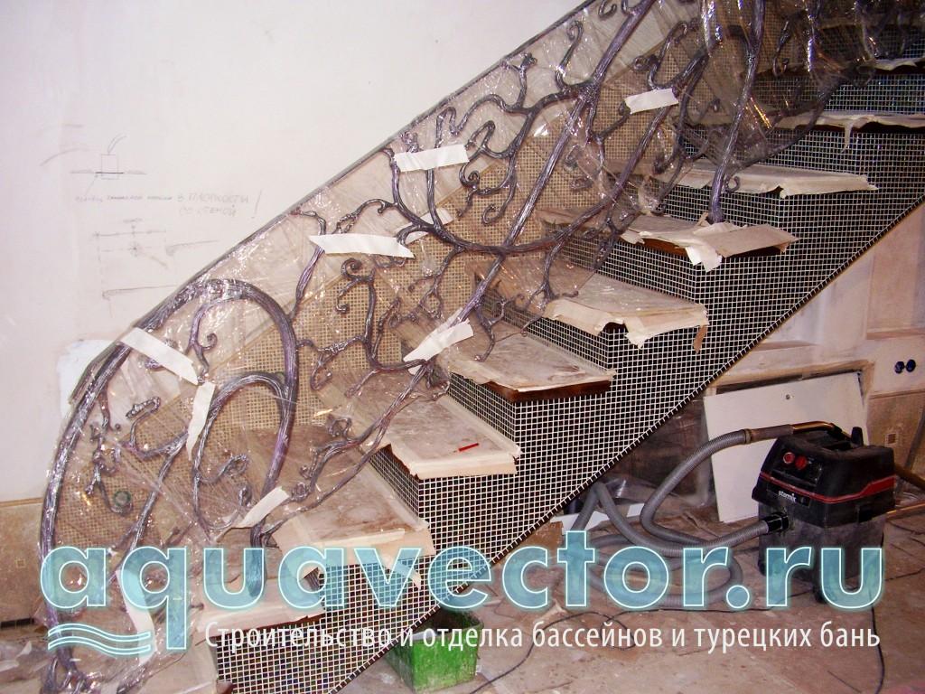 Лестница. Отделка стекломозаикой