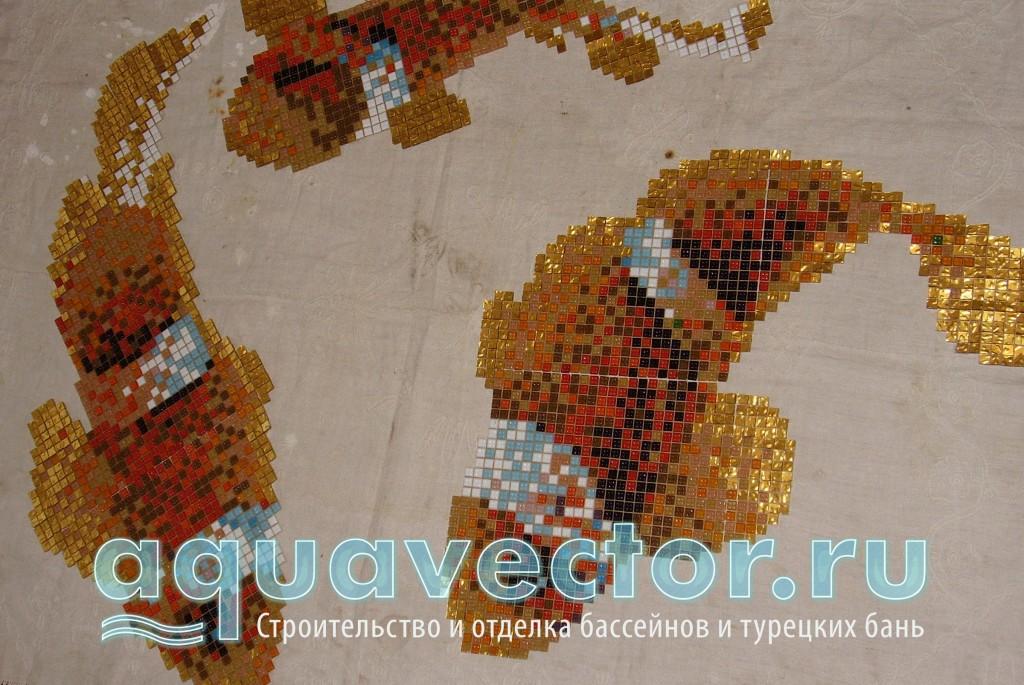 Панно Рыбы со вставками из золотой мозаики