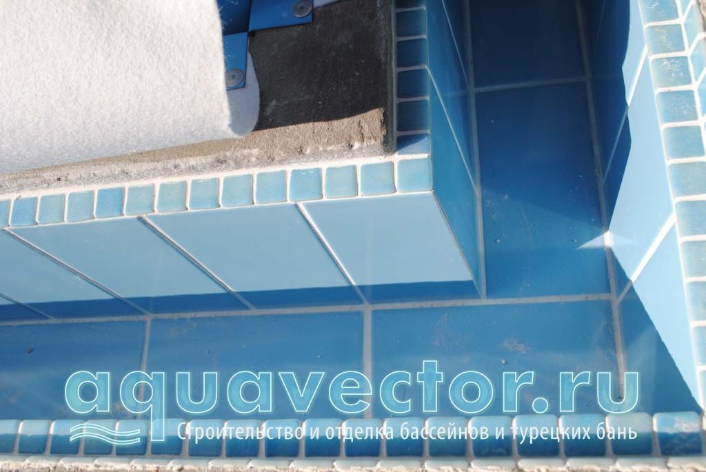 Сложный узел переливного плёночного басейна и плиточного лотка