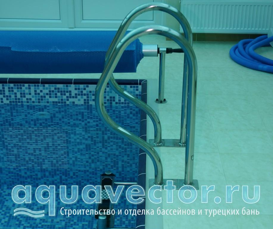 Лестница с разрывом для покрытия бассейна
