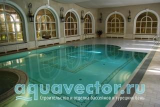 Необычайно красивый вид переливного бассейна