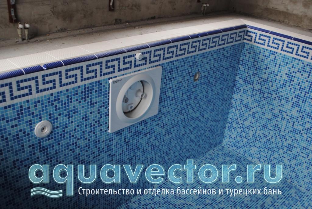 Декоративный фриз в бассейне