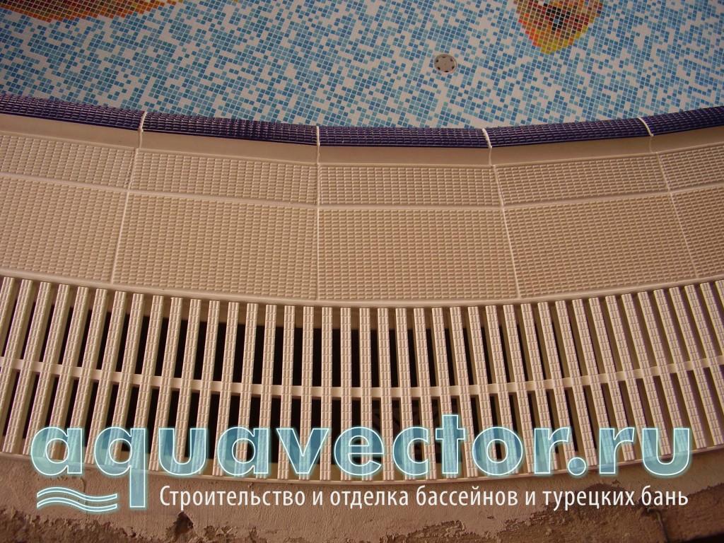 Отделка переливного борта плиткой- поручень и противоскользящей плиткой