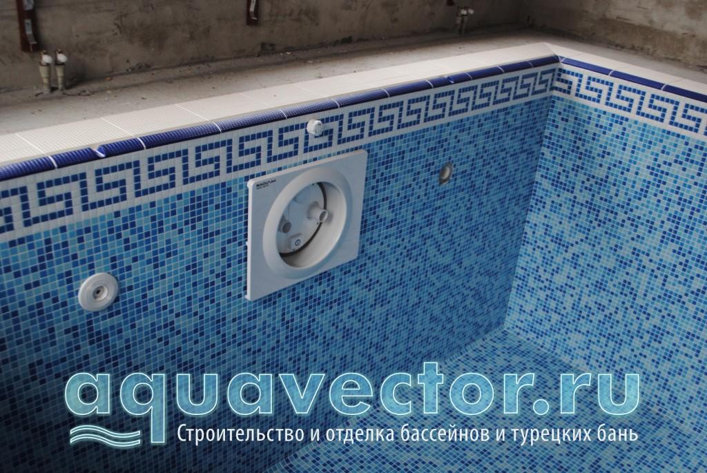 Мозаика микс в скиммерном бассейне