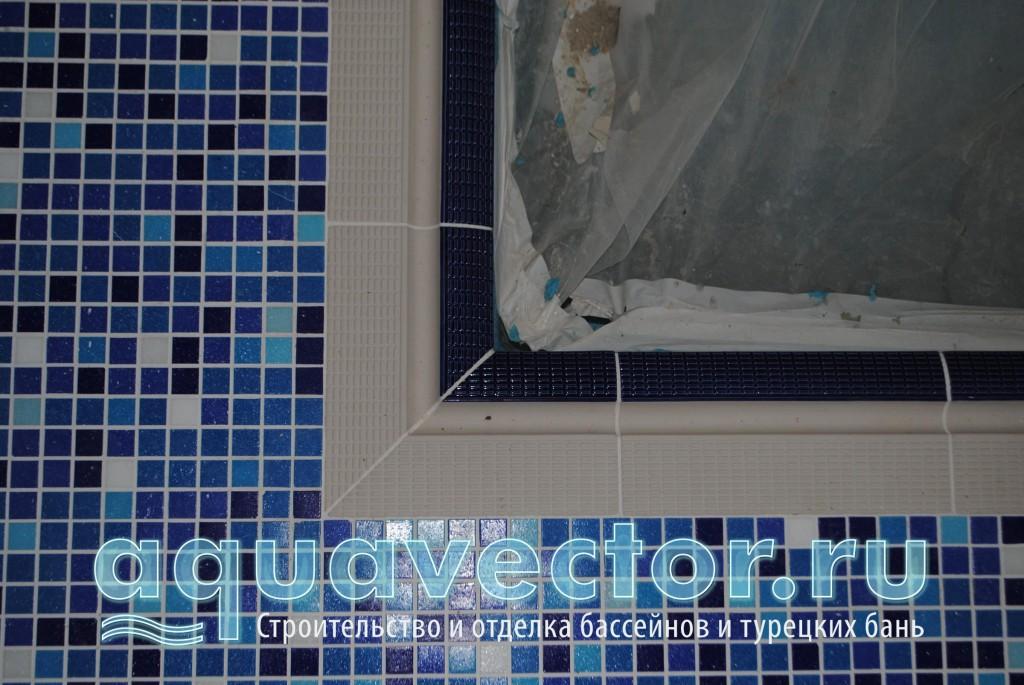 Примыкание мозаичного пола к борту бассейна