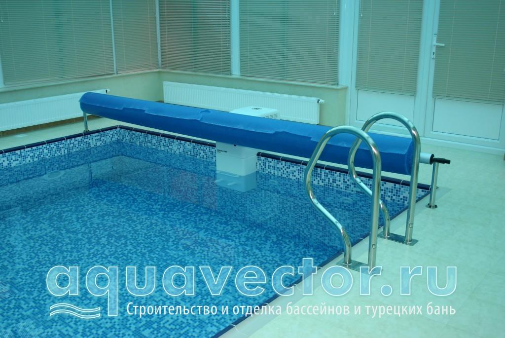 Расположение навесного противотока и сматывающего покрытия в бассейне