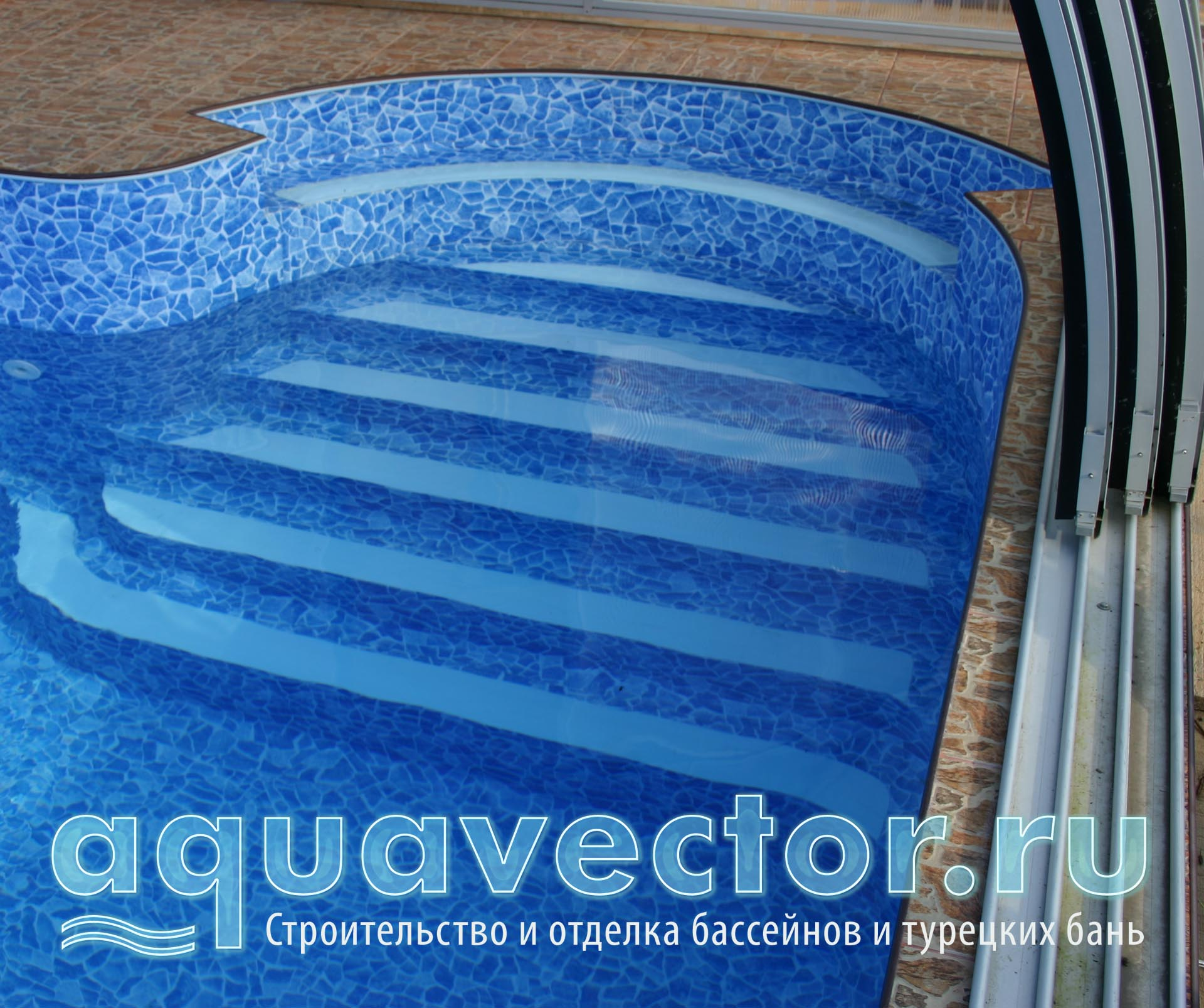 Плёночный бассейн под павильоном