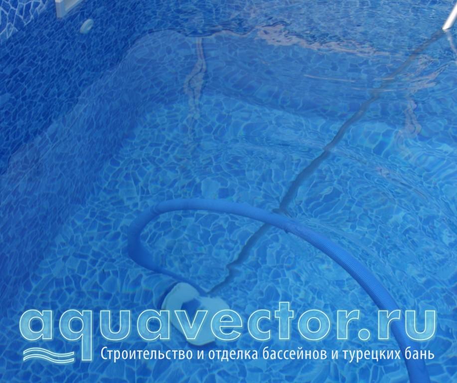 Телескопическая штанга пылесоса в бассейне