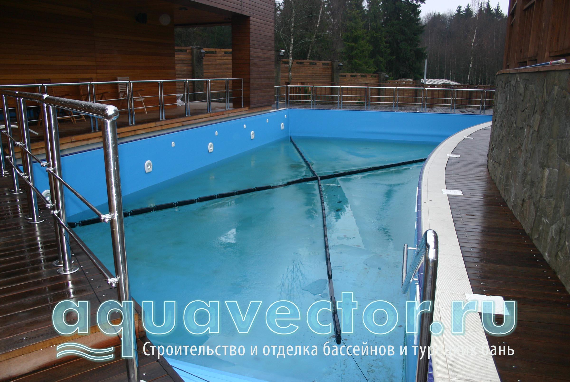 Подготовка к зиме уличного бассейна
