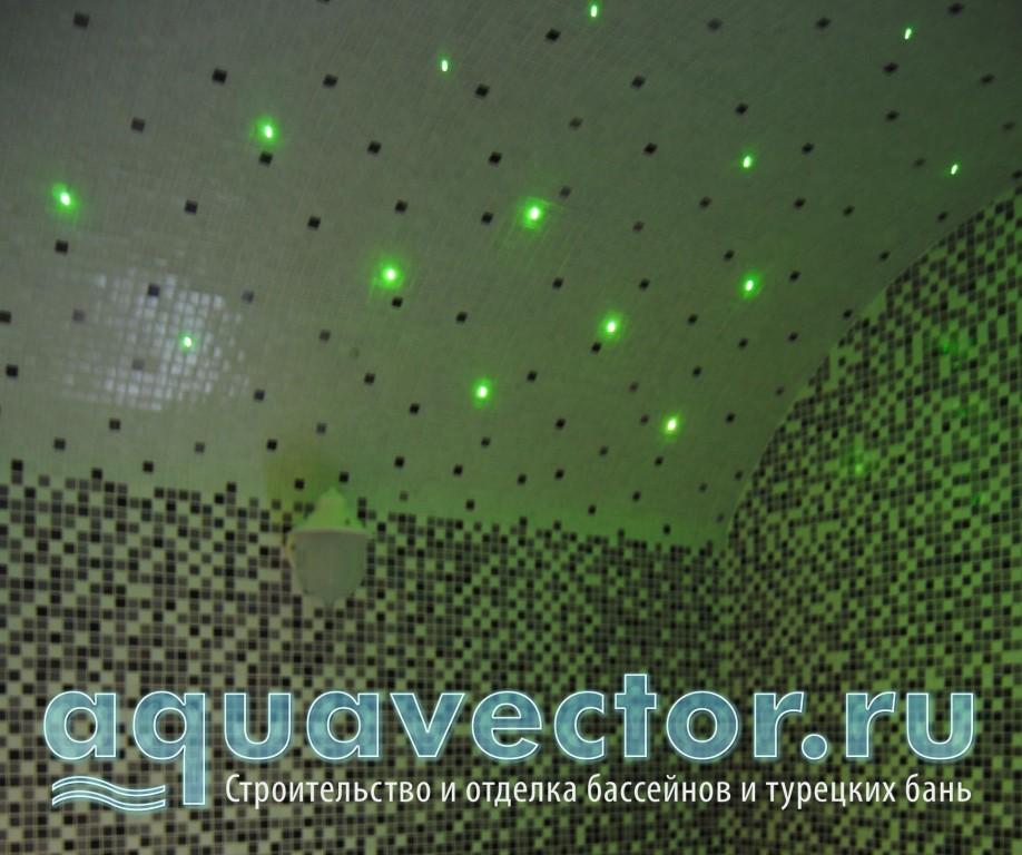 Зеленая подсветка звездного неба хамама в квартире