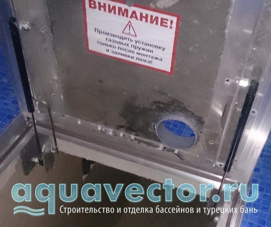 Установка люка с пневмоподъёмниками в технической зоне бассейна